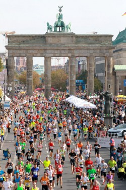 Das Ziel des Berlin-Marathons am Brandenburger Tor. © www.PhotoRun.net