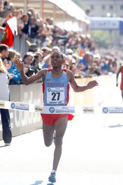 Zersenay Tadese, hier zu sehen bei den Halbmarathon-Weltmeisterschaften 2007, gewann mit großem Vorsprung in Lissabon. ©www.photorun.net