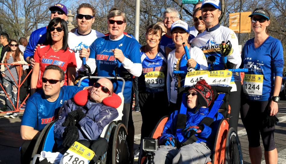 Jubel und Tränen der Freude für das neue Team Hoyt beim Boston-Marathon