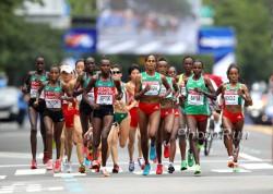 Die Führungsgruppe im Marathon der Frauen. ©www.PhotoRun.net